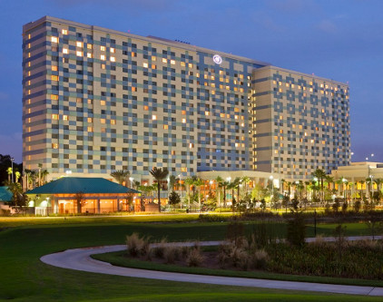 Hilton Orlando Bonnet Creek Hotel from front at night